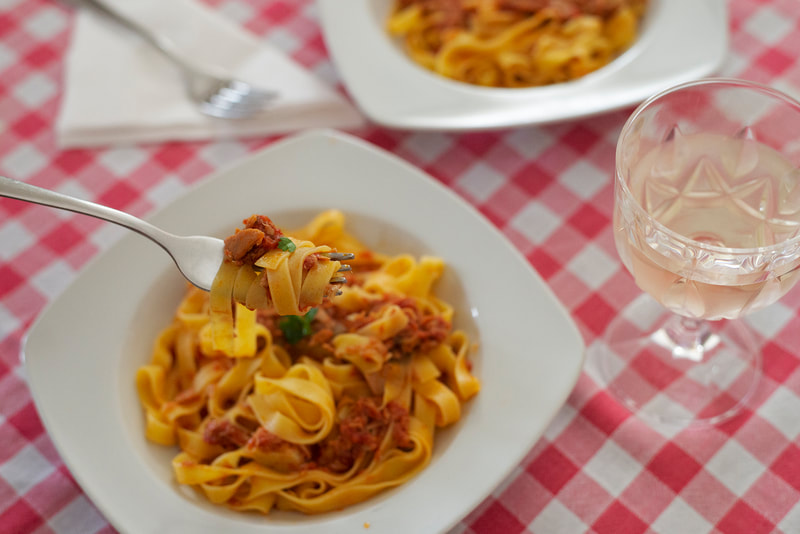 Tagliatelle with tuna and tomato sauce